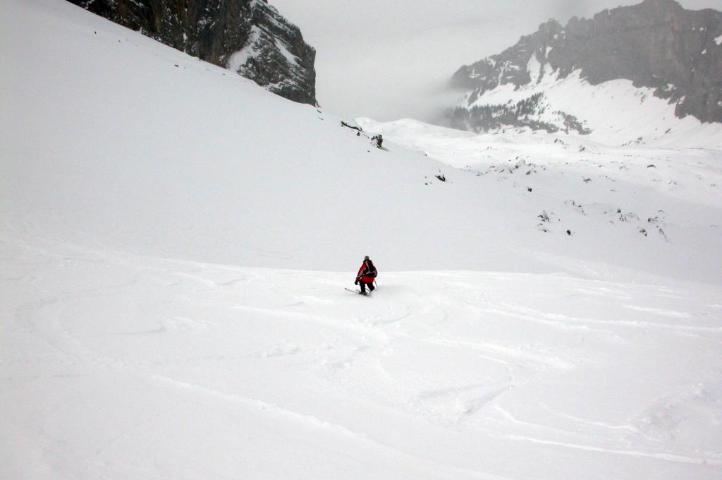 Descent from Rotsandnollen ski tour