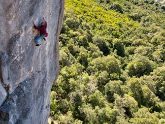 Ruben Beckers in Yellow King 8b, sector Su Casteddu