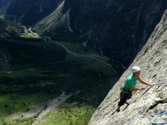 Climbing on Durststrecke, Mittagfluh, Grimsel pass